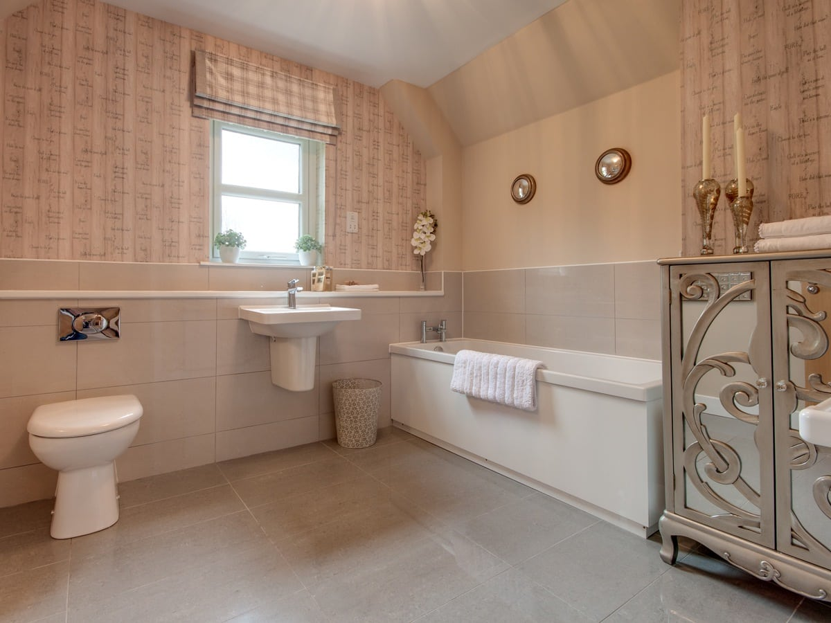 Castleton, Auchterarder Bathroom, luxury property with en suite bedroom
