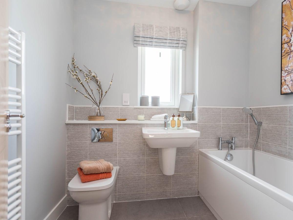 Strathord Park bathroom with bath